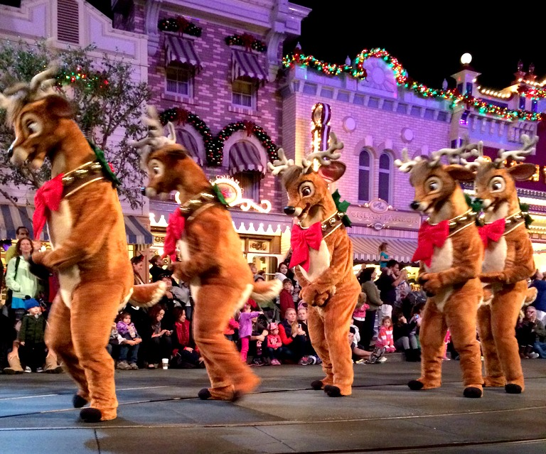 DisneyLand Christmas Parade, Mama Knows It All