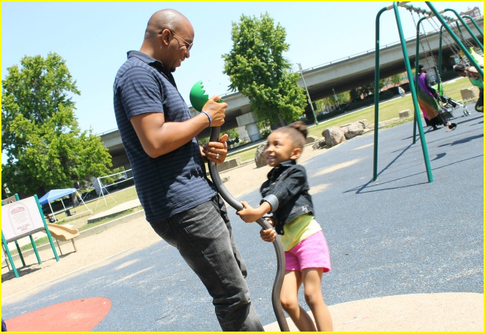 #CapriSunMomFactor, dad and daughter at the park