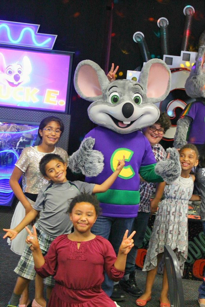 chuck e cheeses and kids